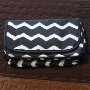 NWOT Thirty-One Black Chevron Make-Up bag